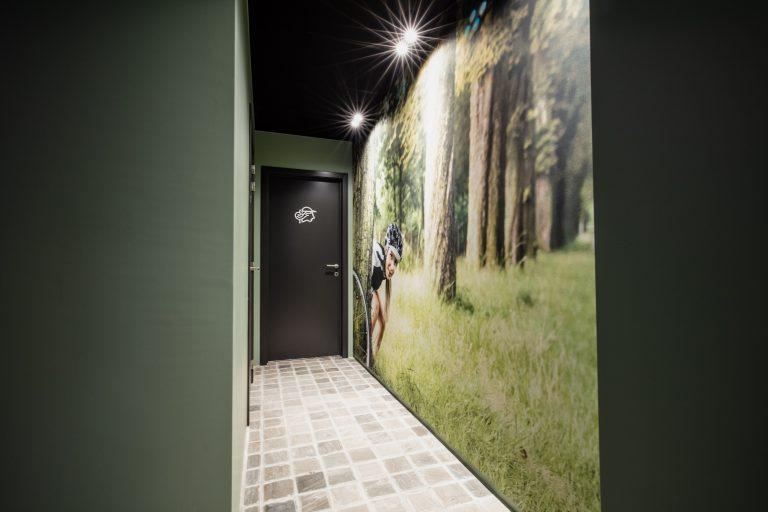 kleurrijk interieur toiletgang