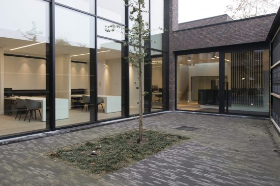 stijlvol strak interieur voor architectenbureau
