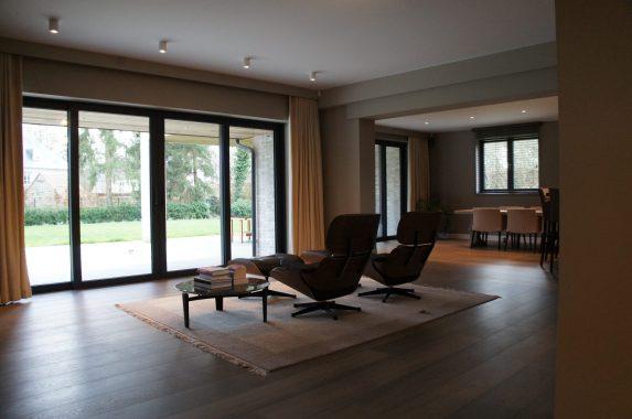rustgevend interieur voor een zitruimte in een woning in schilde