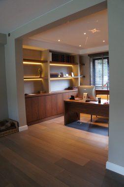 hout interieur voor een bureau in een woning in schilde