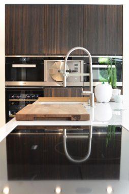 donker houte stijl in keuken voor het interieur
