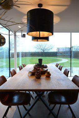 stijlvolle eetkamer in veranda