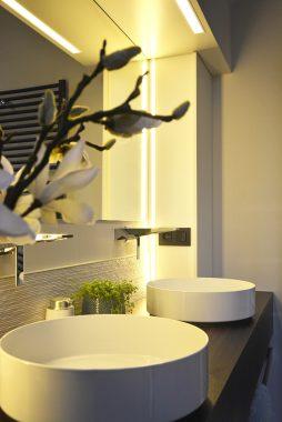 klassevol interieur met details in de badkamer