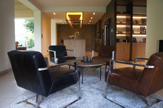 strak stijlvol interieur voor een zitruimte in een woning in wilsele