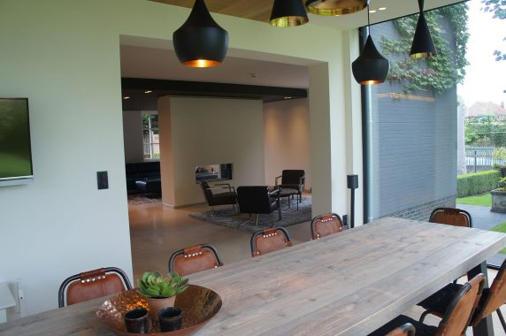 moderne eetkamer voor een woning in limburg wilsele