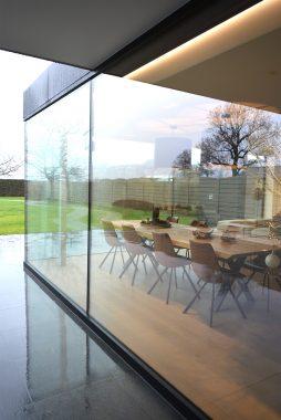 veranda met grote ramen in woning in geetbets