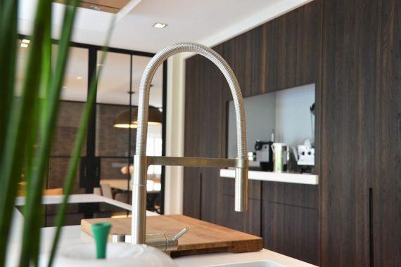 hout interieur met details in keuken